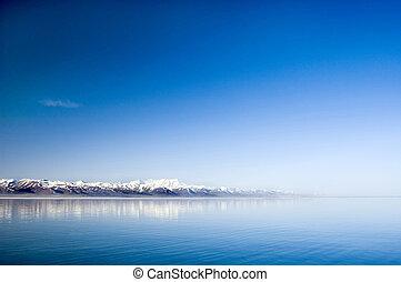 λίμνη , γαλήνιος
