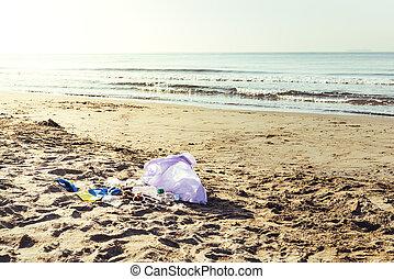 μαζεύω , εθελοντής , πλαστικά είδη , τσάντα παραλίας