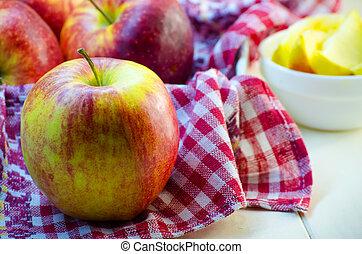 μεγάλος μήλο , αριστερός βάζω στο τραπέζι