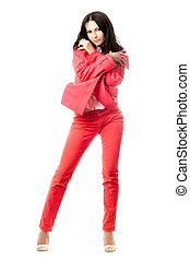 μελαχροινή , παιγνιδιάρης , suit., ελκυστικός προς το αντίθετον φύλον , νέος , απομονωμένος , κόκκινο