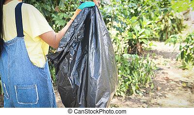 μερίδα φαγητού , εθελοντές , βοήθεια , σκουπίδια , φύση , πάρκο , διατηρώ , ανακύκλωση , - , νέος , πάνω , περιβάλλον , μείωση , καθαρός , γυναίκεs , συλλογή , σπατάλη , μέθοδος