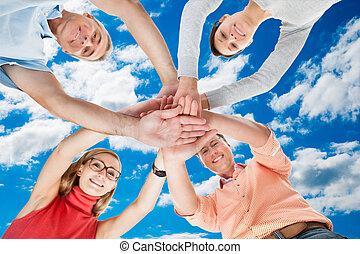 μεσήλικας , τέσσερα , αμπάρι ανάμιξη , φίλοι , ανέμελος