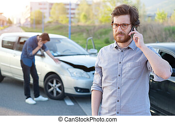 μετά , σύγκρουση αυτοκινήτου , αυτοκίνητο , άντρεs , επάγγελμα , βοήθεια , σοβαρός , δρόμοs , πρώτα