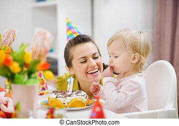 μητέρα , αφιερώνω , αστείο εποχή , με , μωρό , επάνω , πάρτυ γεννεθλίων
