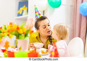 μητέρα , γιορτάζω , 1 γενέθλια , από , αυτήν , μωρό
