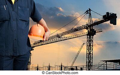 μηχανικόs , κράτημα , πορτοκάλι , κράνος , για , δουλευτής , ασφάλεια