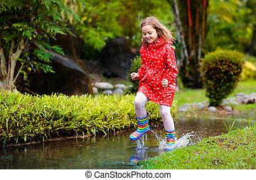 μικρόκοσμος , puddle., βροχή , φθινόπωρο , παίξιμο , πηδάω , παιδί