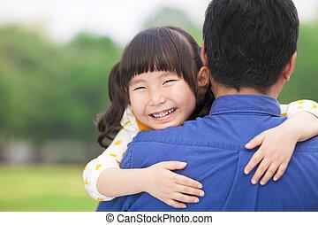 μικρός , αυτήν , πατέραs , αγαπώ , αγκαλιά , κορίτσι , ευτυχισμένος