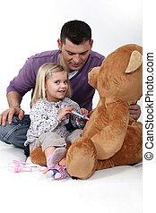 μικρός , αυτήν , teddy , γιατρός , bear., κορίτσι , παίξιμο