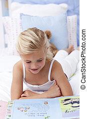 μικρός , βιβλίο , κορίτσι , κρεβάτι , διάβασμα