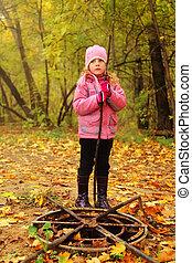 μικρός , γριά , πάρκο , προσεκτικός , φθινόπωρο , σκουριασμένος , αντέχω , επώαση , κορίτσι