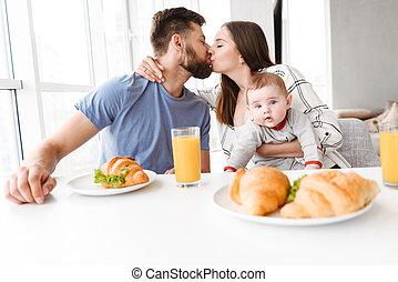μικρός , ζευγάρι , νέος , δικό τουs , καταπληκτικός , γονείς , μωρό , τρυφερός