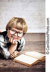 μικρός , ιλαρός , βιβλίο , χαμογελαστά , διάβασμα , παιδί