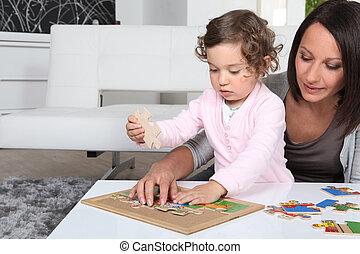 μικρός , παίξιμο , κορίτσι , αυτήν , μητέρα