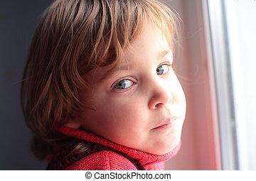 μικρός , παράθυρο , κορίτσι , προσεκτικός