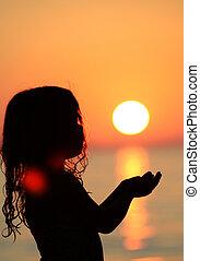 μικρός , περίγραμμα , κράτημα , ήλιοs , θάλασσα , κορίτσι
