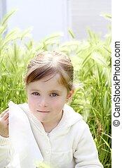 μικρός , υπαίθριος , λιβάδι , άθυμος , πεδίο , πράσινο , κλαίων , κορίτσι