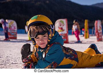 μικρός , snowboarder , κειμένος , χιόνι