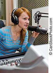 μικρόφωνο , dj , εργαζόμενος , ραδιόφωνο , γυναίκα , αντιμετωπίζω , πορτραίτο