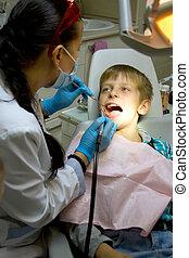 μικρό αγόρι , με , ένα , γιατρός , μέσα , οδοντιατρικός εγχείρηση