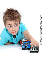 μικρό αγόρι , παίξιμο , με , άθυρμα άμαξα αυτοκίνητο