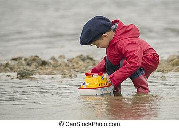 μικρό , αγόρι , ρεμουλκαδόρος βάρκα , water.