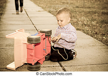 μικρό , αγόρι , φορτηγό , παίξιμο , πλαστικός