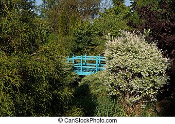 μικρό , πράσινο , footbridge , πάνω , ένα , άνοιξη , κήπος , λιμνούλα