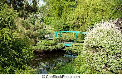 μικρό , πράσινο , footbridge , πάνω , ένα , λιμνούλα