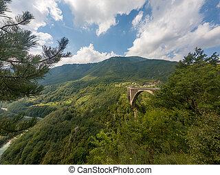 μπετό , αψίδα γέφυρα , διάβαση , ένα , βαθύς , valley.
