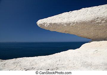 μπλε , διαβιβρώσκω , πέτρα , ουρανόs , κιμωλία , θάλασσα , βράχοs , άσπρο