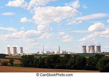 μπλε , εργοστάσιο , δύναμη , sky., αγρός , δέντρα , γυαλί της λάμπας , εμπορικός οίκος , τοπίο , κάτω από , πυρηνικός , κάπνισμα , βλέπω