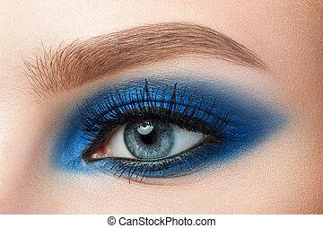 μπλε , όμορφος , γκρο πλαν , γυναίκα άποψη , smokey , μακιγιάζ , μάτια