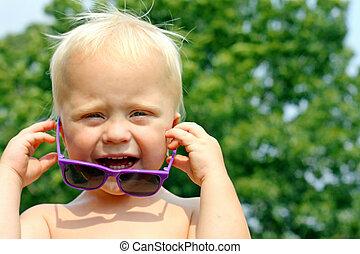 μωρό , γυαλλιά ηλίου