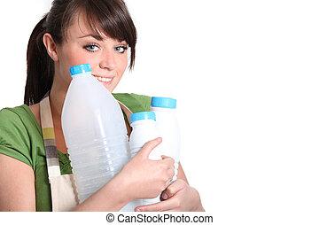 νέα γυναίκα , άγω , αδειάζω , δέμα , από , γάλα