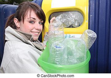 νέα γυναίκα , ανακύκλωση , αγαλματώδης δέμα