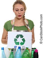 νέα γυναίκα , ανακύκλωση , δέμα