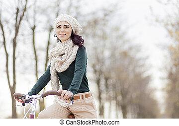 νέα γυναίκα , επάνω , ο , ποδήλατο