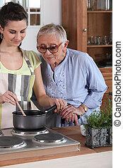 νέα γυναίκα , μαγείρεμα , για , ένα , ηλικιωμένος , κυρία