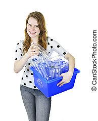 νέα γυναίκα , με , ανακύκλωση , κουτί