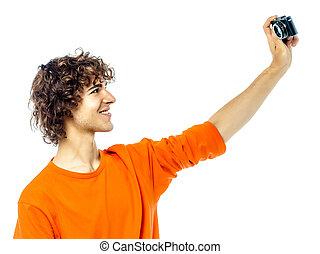 νέος , φωτογραφηκή μηχανή , κράτημα , πορτραίτο , βγάζω φωτογραφία , άντραs