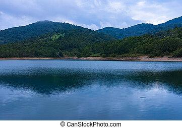 νερό , βουνήσιος ερυθρολακκίνη , ατάραχα