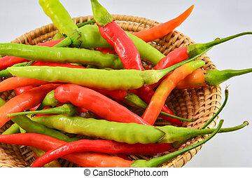 ξερή κόκκινη πιπεριά βάζω πιπέρι , απομονωμένος , αγίνωτος φόντο , καλαθοσφαίριση , φρέσκος , αγαθός αριστερός