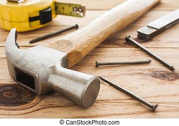 ξυλουργόs , εργαλεία