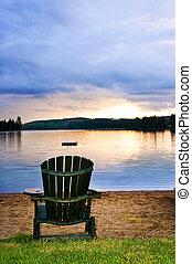 ξύλινος , καρέκλα παραλίαs , ηλιοβασίλεμα