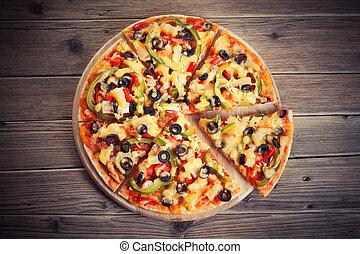 ξύλινος , υπέροχος , υπηρέτησα , τραπέζι , πίτα με τομάτες και τυρί , ιταλίδα