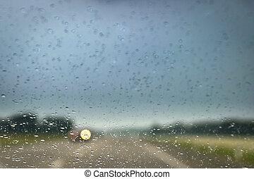 οδήγηση , windscreen., αυτοκίνητο , highway., βροχή , θολός , προβολείs , διαμέσου , μετοχή του see , αφήνω να πέσει , άπτομαι