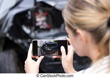 οδηγός , τηλέφωνο , φωτογραφία , ασφάλεια , κινητός , αυτοκίνητο , αξιώ , σκάρτος , ατύχημα , μετά , γυναίκα , ελκυστικός