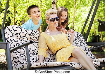 οικογένεια , ανακουφίζω από δυσκοιλιότητα , ηλιόλουστος , άδεια , κατά την διάρκεια , ευτυχισμένος