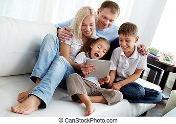 οικογένεια , επάνω , καναπέs